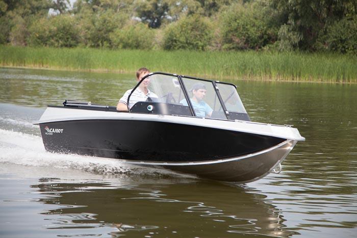 Моторная лодка Салют-430 в варианте исполнения New Line<br>Калькулятор-конфигуратор.